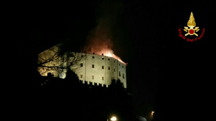 La Sacra di San Michele in fiamme, paura nella serata di ieri