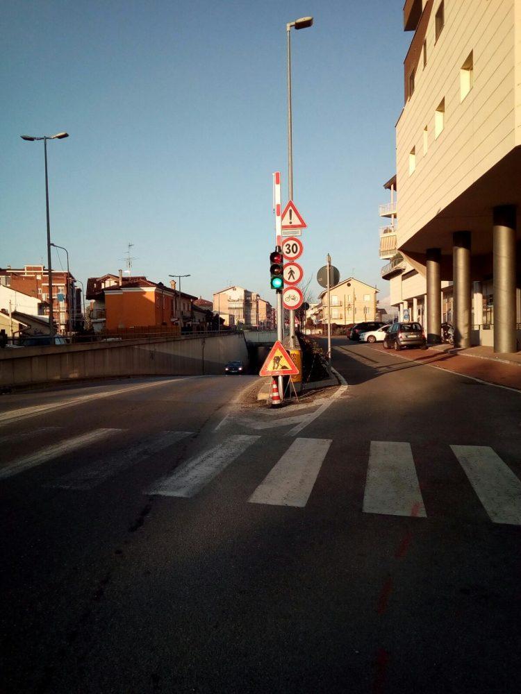 MONCALIERI – Arriva il semaforo al sottopassaggio di via Pastrengo
