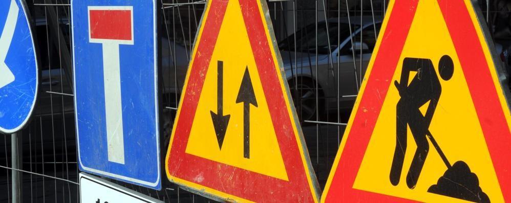 VILLASTELLONE – Stop alla circolazione in via Pralormo per i lavori al ponte ferroviario