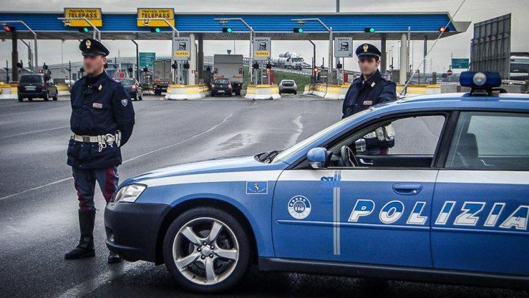 VINOVO – Automobilista esce di strada e nessuno se ne accorge: salvato dalla polstrada