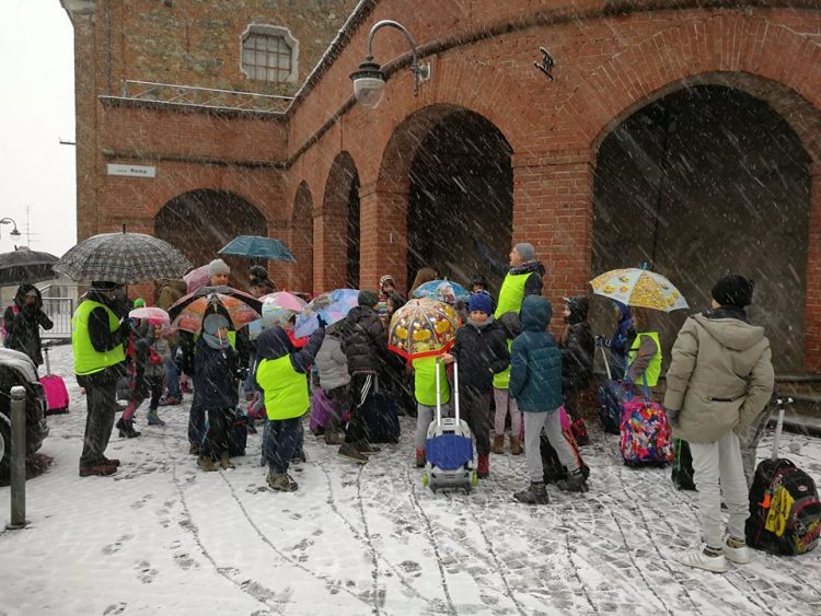 Pecetto: la neve non ferma lo speciale Piedibus