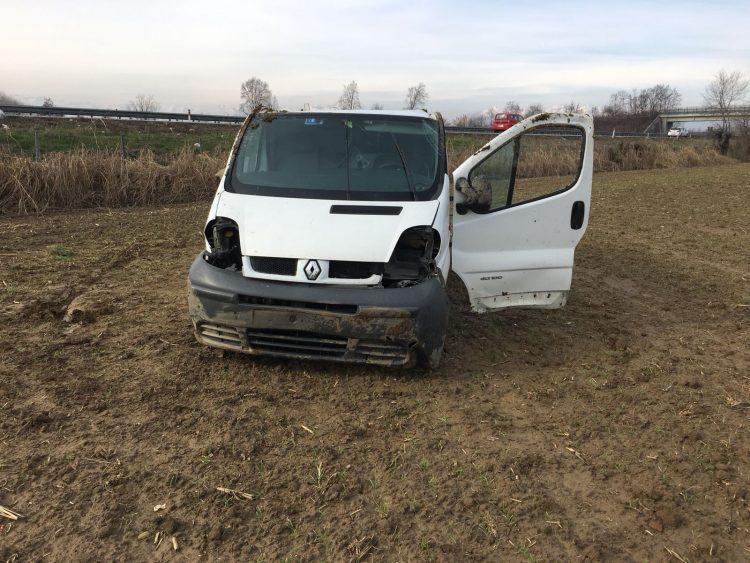 Uscito di strada col furgone – Guidava con la patente revocata