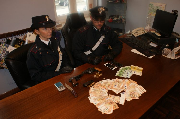 NICHELINO – Pestano prostitute per controllare il territorio: arrestati
