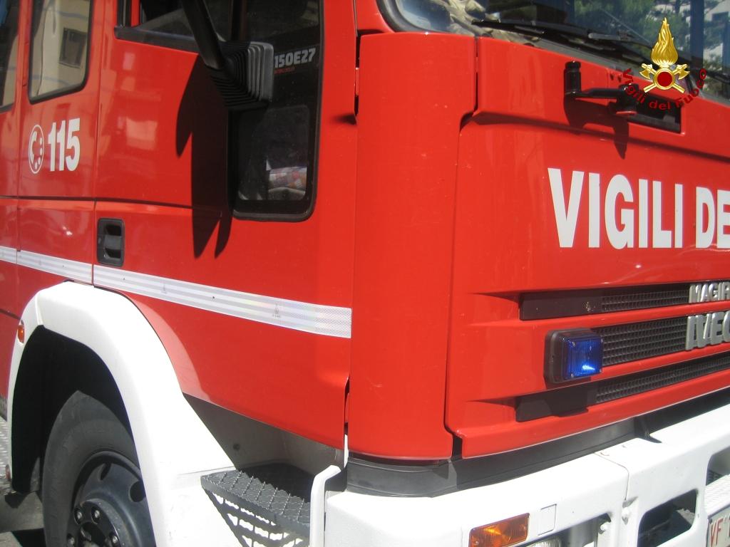 SANTENA – Materasso prende fuoco: paura in un condominio di via Torino