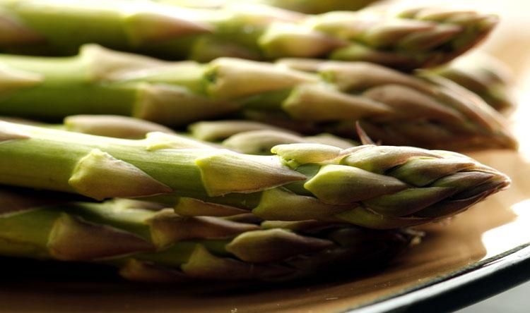 SANTENA – Il 16 maggio c'è il mercato dell'Asparago
