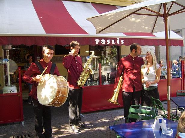 """Lo storico locale """"Pastis"""" di Torino, compie 18 anni e festeggia"""