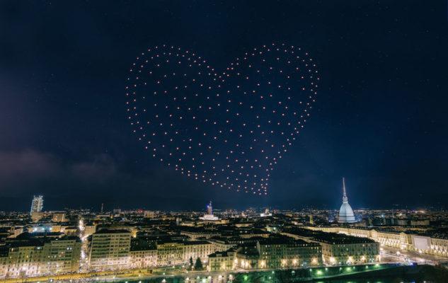 I droni illuminano la notte di San Giovanni