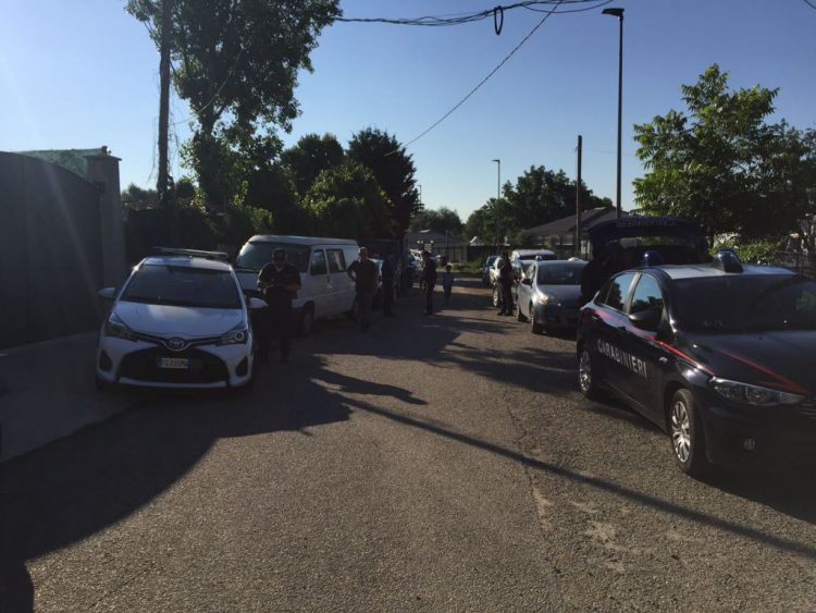 NICHELINO – Blitz dei carabinieri dai nomadi di via Mascagni