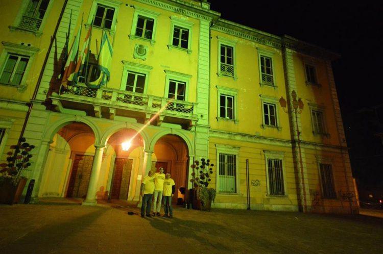 NICHELINO – Palazzo comunale illuminato di giallo per la donazione di plasma