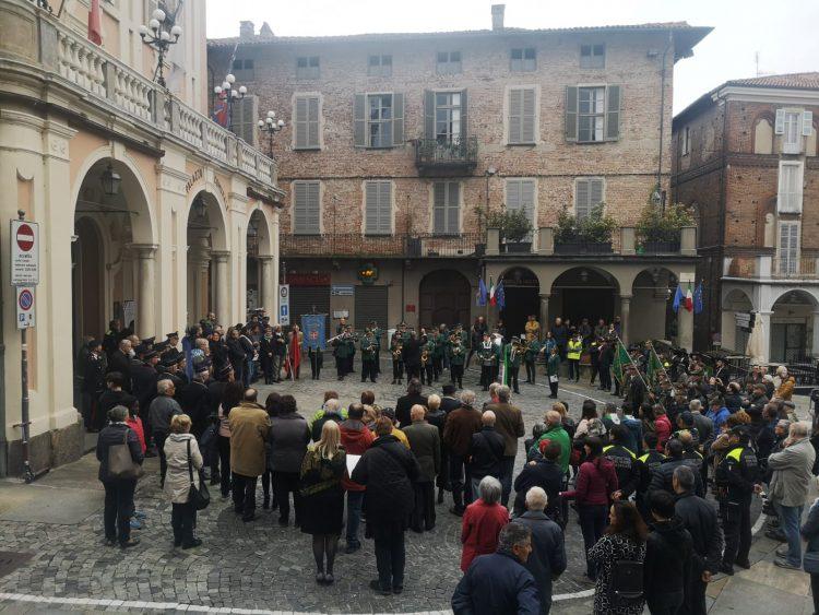 MONCALIERI – Folla in piazza per i festeggiamenti del 25 aprile