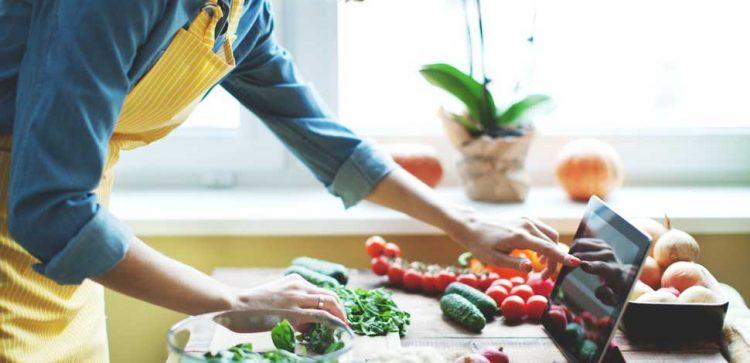 MONCALIERI – A scuola di cucina con gli anziani dell'auser