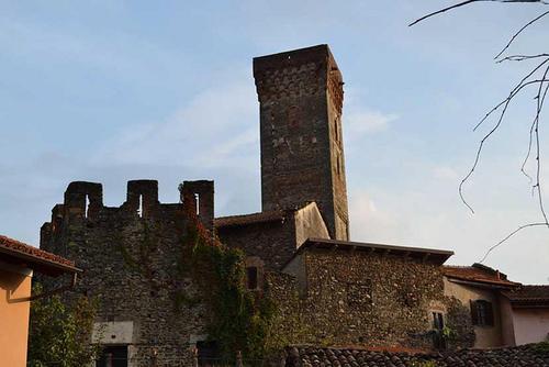 Viaggio nella provincia incantata riscoprendo il castello di Susa e il ricetto di Almese