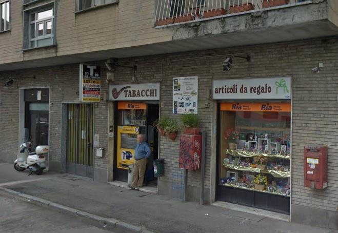 NICHELINO – Rapinato e malmenato il tabaccaio di via Martiri