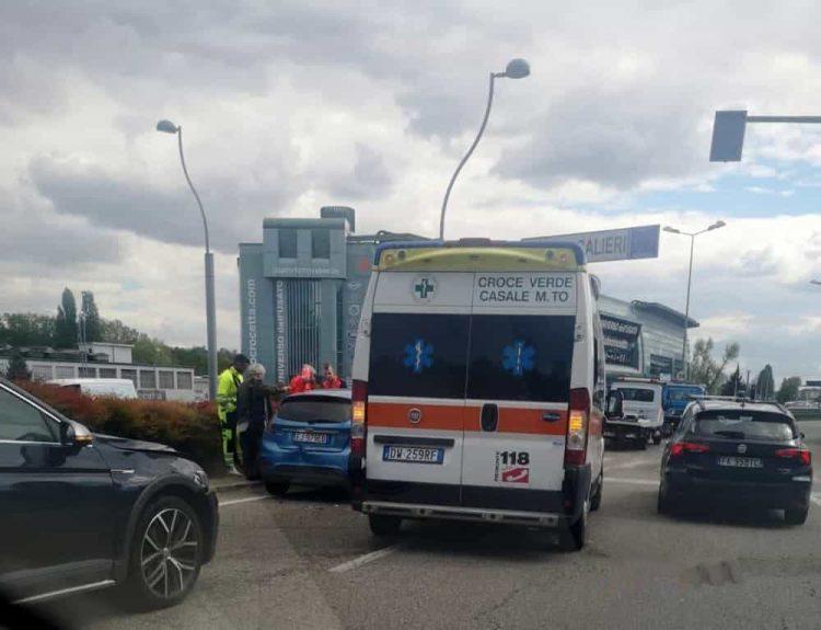 Tamponamento manda in tilt la rotonda Maroncelli