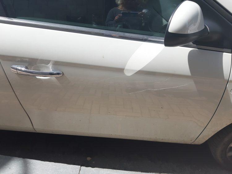 NICHELINO – Vandali rigano le carrozzerie delle auto a più riprese
