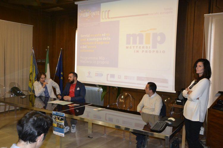"""NICHELINO – Buona partecipazione all'incontro """"Mettersi in proprio"""""""