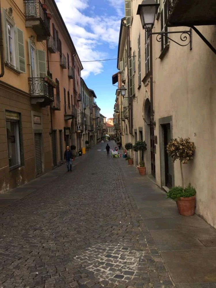 MONCALIERI – Commercianti di via San Martino furiosi per il mercatino-flop