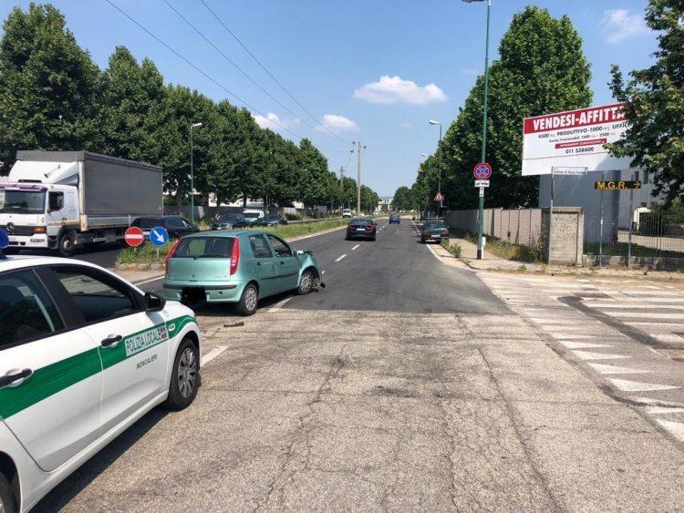 MONCALIERI – Denunciato per guida con patente falsa