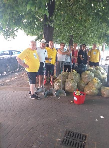 Nichelino – Comitato di quartiere Juvarra ripulisce i gIardini di via 1° Maggio