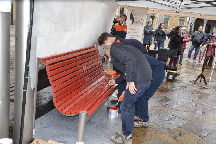 NICHELINO – Una panchina rossa per combattere la violenza di genere