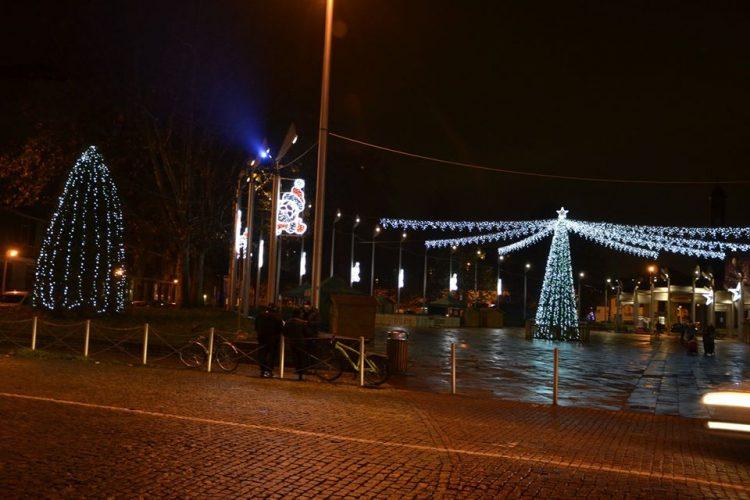 NICHELINO – Con l'accensione delle luminarie si entra nel clima natalizio