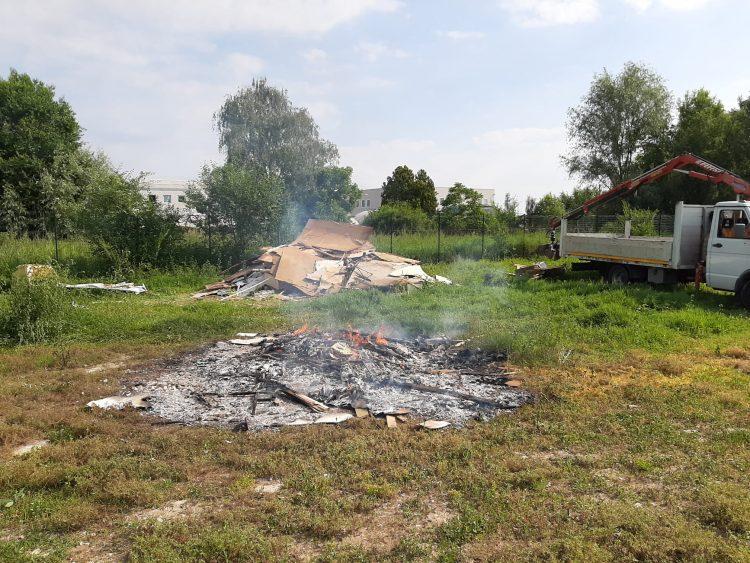 CARMAGNOLA – Dà fuoco alla baracca abusiva e viene denunciato