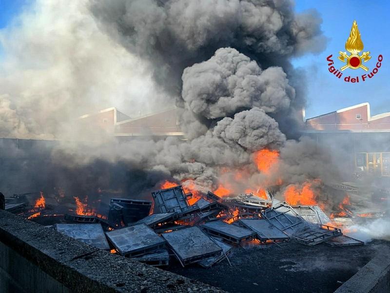 Incendio a Settimo: inchiesta della procura