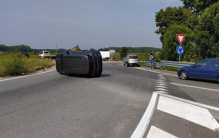 NICHELINO – Nuovo incidente sulla rotatoria di Debouchè