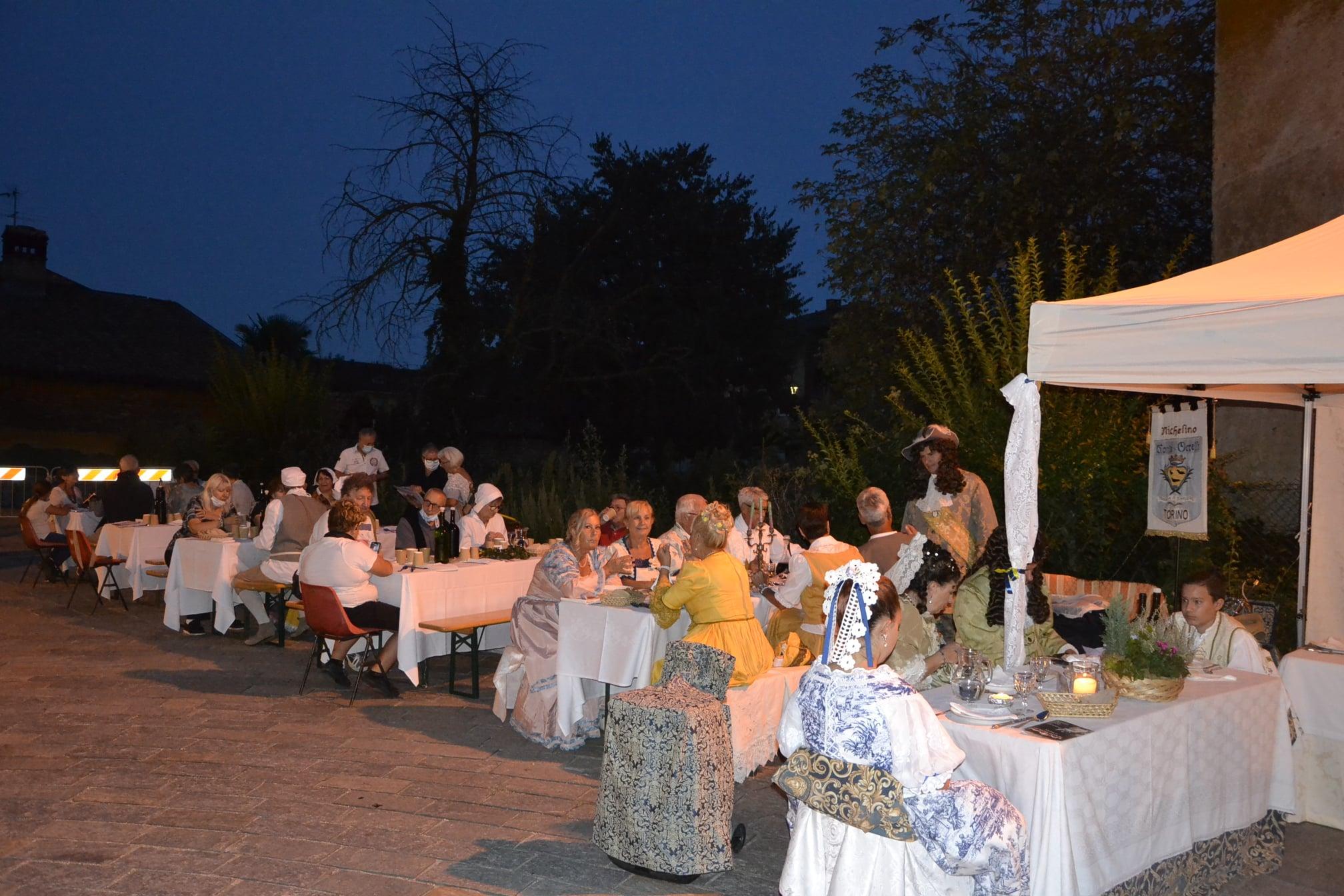 NICHELINO – Successo per la cena barocca