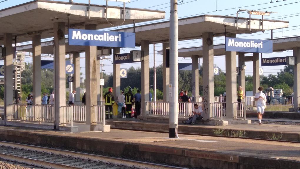 MONCALIERI – Tragedia sfiorata alla stazione