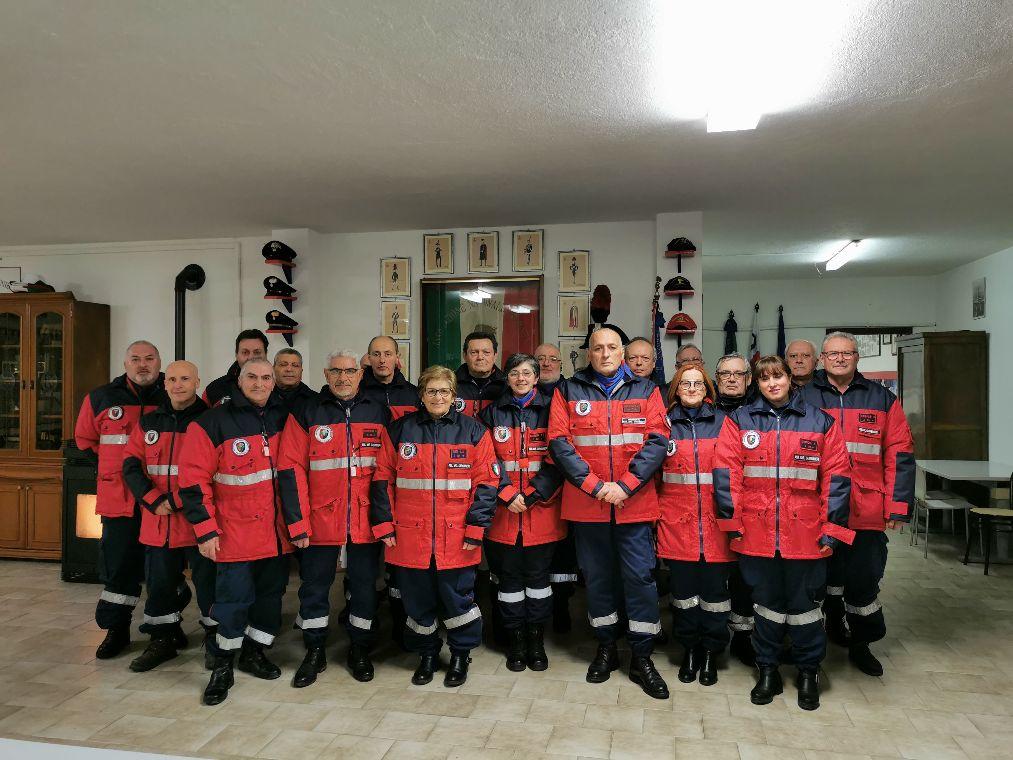 CARMAGNOLA – I bimbi scrivono una poesia all'associazione carabinieri