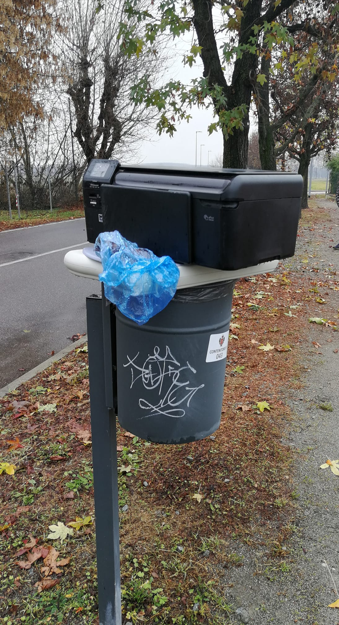 CAMBIANO – Ennesimo abbandono selvaggio di rifiuti