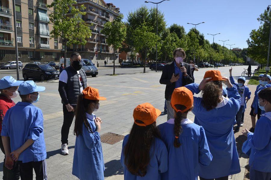 NICHELINO – Inaugurato il parco diffuso con i bimbi della De Amicis