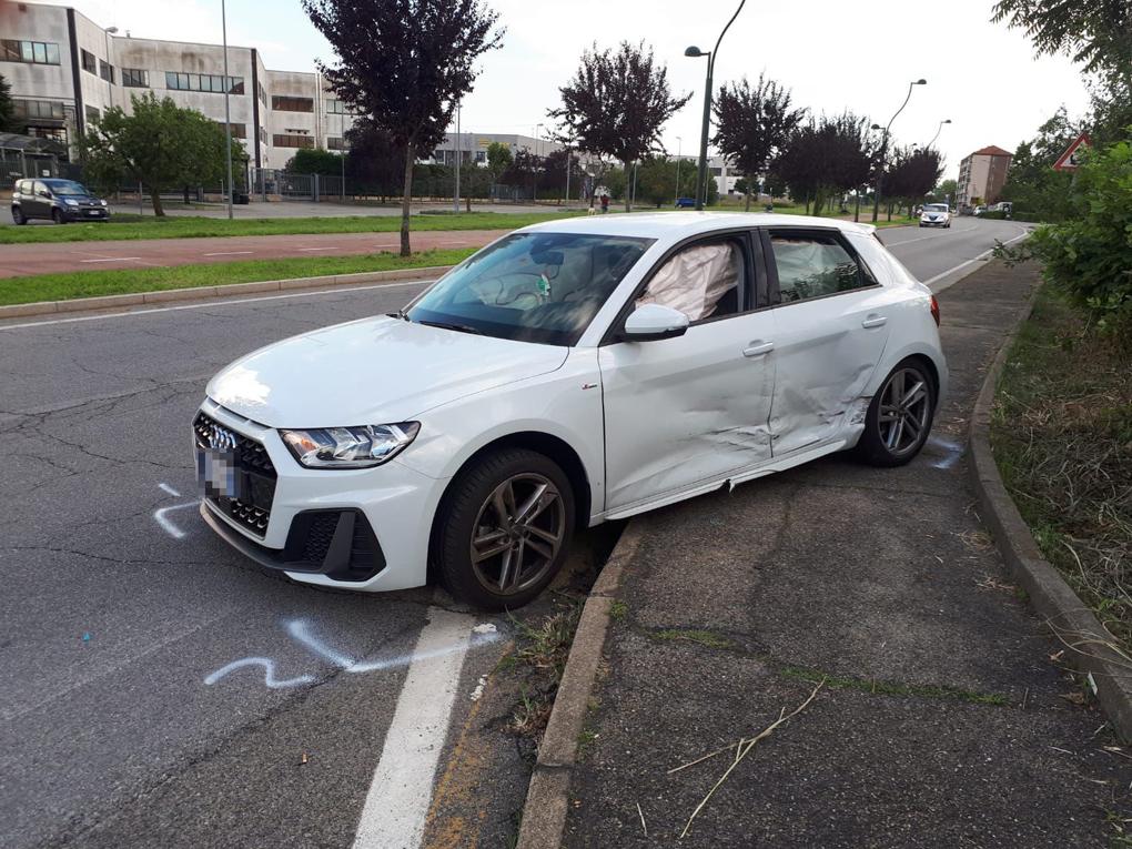 MONCALIERI – Scappa dopo l'incidente e simula il furto dell'auto con la complicità della madre