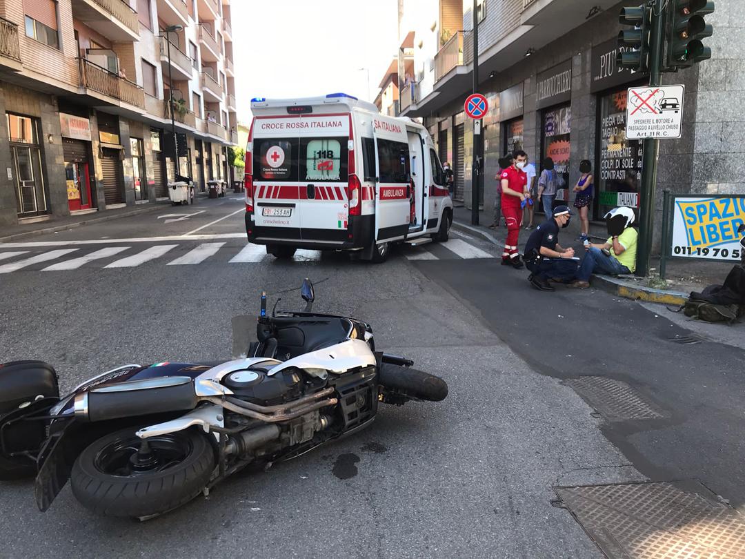 Schianto tra scooter e utilitaria in via Torino