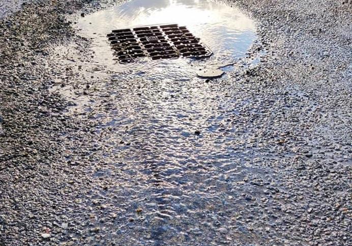 TROFARELLO – La perdita d'acqua infinita e i residenti si infuriano