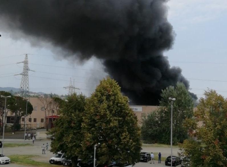TROFARELLO – Si incendia un macchinario: paura alla Csi