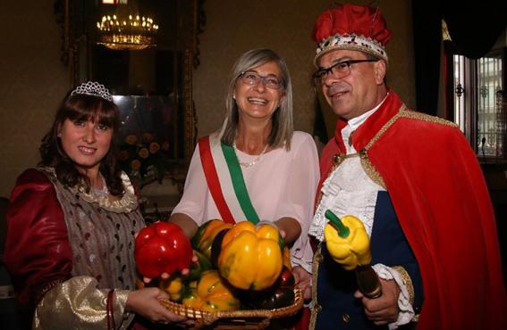 Domenica 5 settembre con Re Peperone e Bela Povronera in Piazza Italia a Carmagnola per fare festa insieme