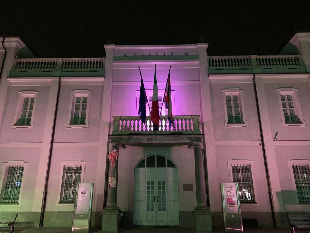 VINOVO – Municipio colorato di rosa per il mese di prevenzione del tumore al seno