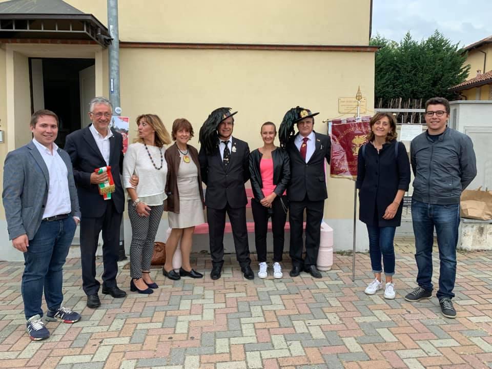 SANTENA – Inaugurata la panchina rosa