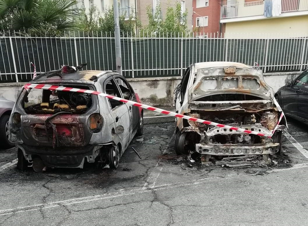 CARMAGNOLA – Auto in fiamme in via Toscanini: torna la paura