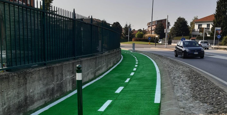 CARMAGNOLA – Il reticolato di piste ciclabili di vari colori come le linee di metropolitana