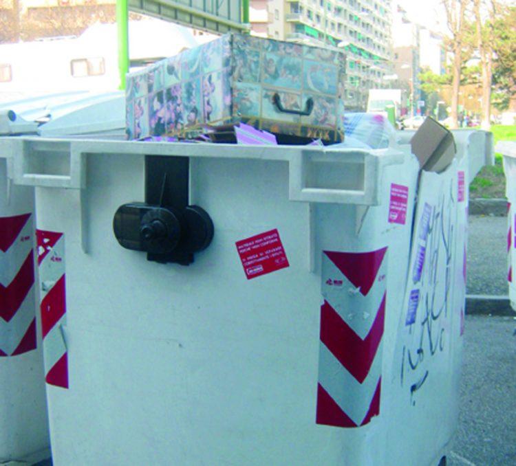 NICHELINO – Controlli nei cassonetti della differenziata per stanare i furbetti