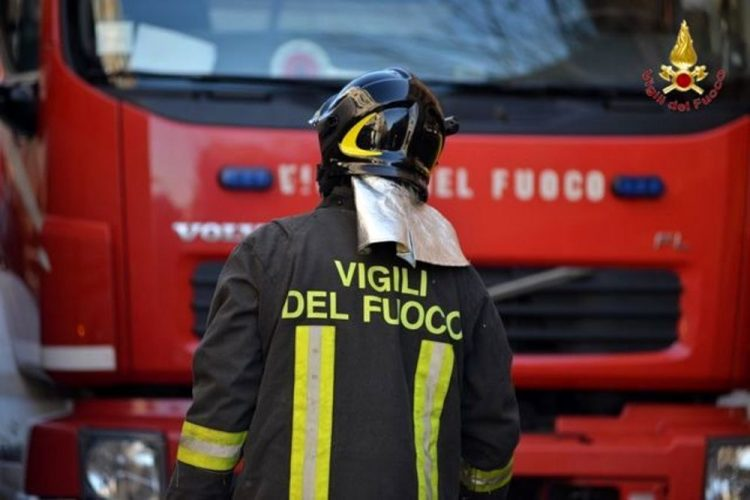 LA LOGGIA – Principio di incendio a bordo di un compattatore