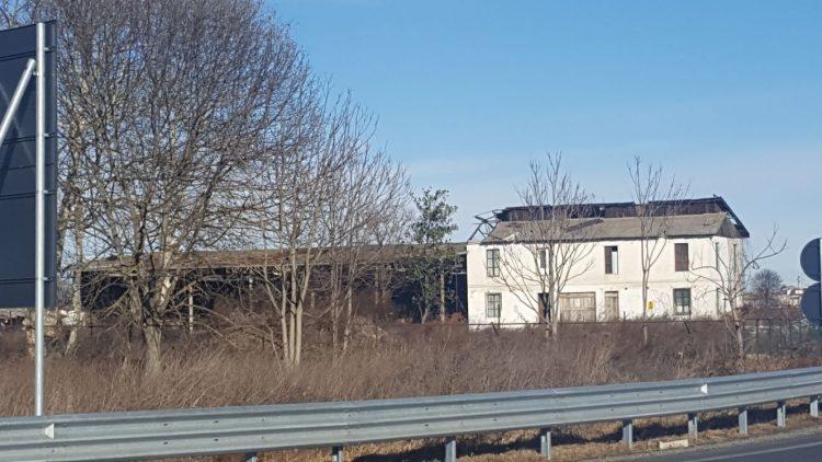 Una petizione per la paura dell'amianto al villaggio ippico di Vinovo