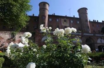 """A maggio al Castello di Moncalieri il premio della rosa """"Principessa Maria Letizia"""""""