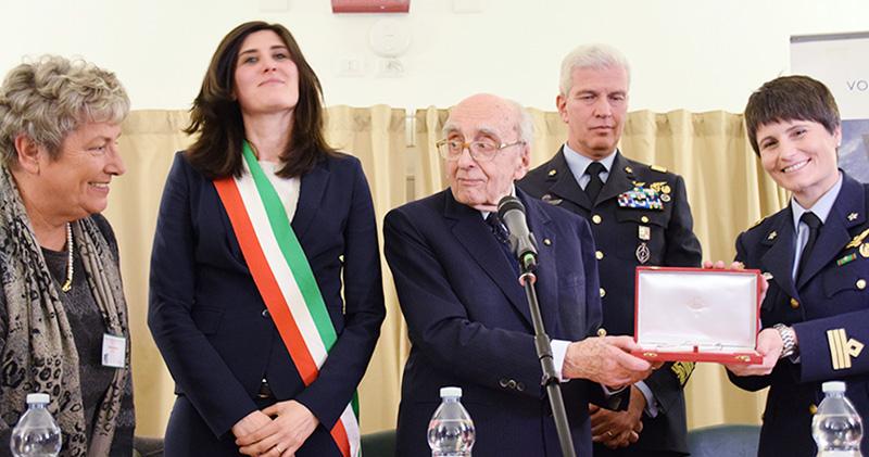 Premio a Cavour all'astronauta Cristoforetti