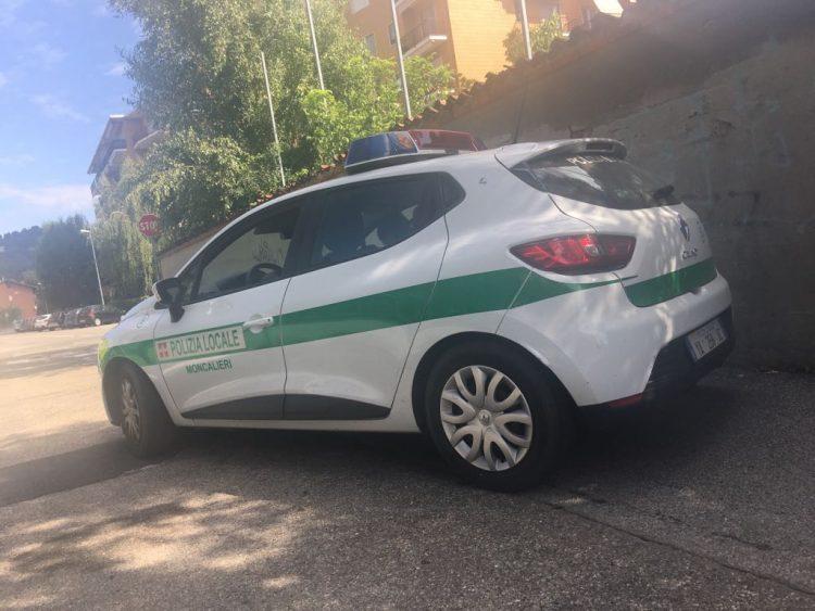 Ubriaco importuna i clienti di un bar: fermato dalla polizia locale di Moncalieri