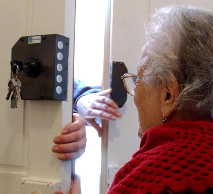 CARIGNANO – Truffe agli anziani: donna derubata in casa