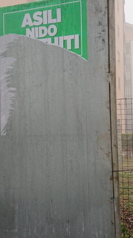 Vandali a Trofarello, strappati i manifesti della Lega
